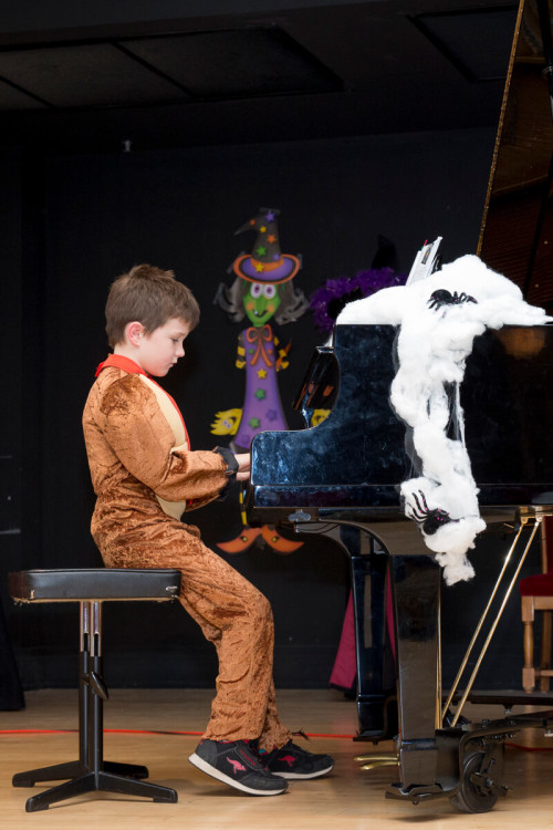 22Oct2016-HalloweenRecital_small67-0367