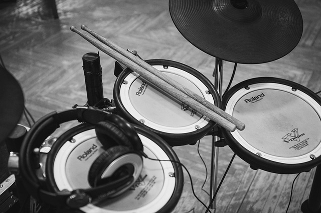 The Benefits of Studio versus Acoustic Drum Kits